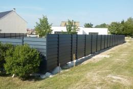 Barriere de jardin en brise vue aluminium aluclos gris.