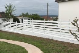 Clôture jardin Alujour alu blanc jour ajouré