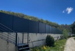 Clôture alu Alulam Ral 7016 poteaux aluminium sur platines clôture piscine municipale