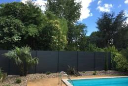 Cloture aluminium ALULAM en pourtour de piscine.