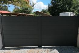Portail aluminium battant Aluline coloris gris anthracite RAL 7016 motorisable