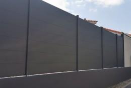 Clôture aluminium Alumax gris anthracite RAL 7016 sur muret existant