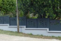 Clôture aluminium personnalisée panneaux découpe laser standard & sur-mesure motif bambou & bulle