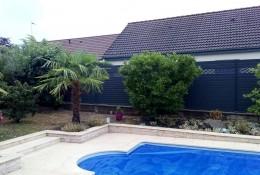 Clôture jardin alu Alulam personnalisée lame ondulation gris