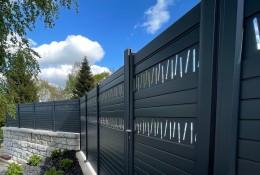 Clôture de jardin en alu Alulam gris RAL 7016 décor Baton & portillon aluminium assorti