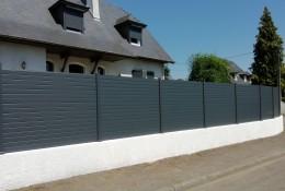Clôture de jardin en alu Alulam sur muret coloris gris anthracite RAL 7016
