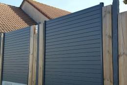 Palissade aluminium alulam avec clôture bois et ardoise.