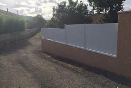 Cloture jardin avec panneaux brise vue aluminium alulam.