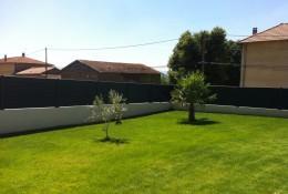 Cloture jardin en claustra ALUCLIN gris.