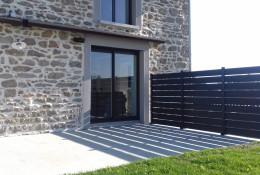 Brise vue aluminium persienne sur terrasse