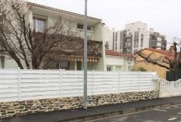 Clôture jardin alu Alujour blanc muret