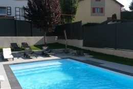 Cloture jardin avec piscine et claustra alu ALULAM.