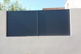 Brise vue jardin alulam en panneau aluminium gris.