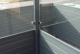 Cloture aluminium ALUCLOS avec claustra alu de la gamme ALULAM.