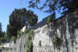 Barriere de jardin en alu grise.
