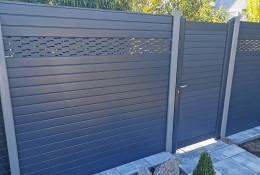 Clôture de jardin en alu Alulam lame décor ondulation et portillon aluminium Alulam coloris gris RAL7016 & RAL7037