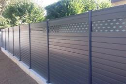 Cloture jardin en claustra aluminium.